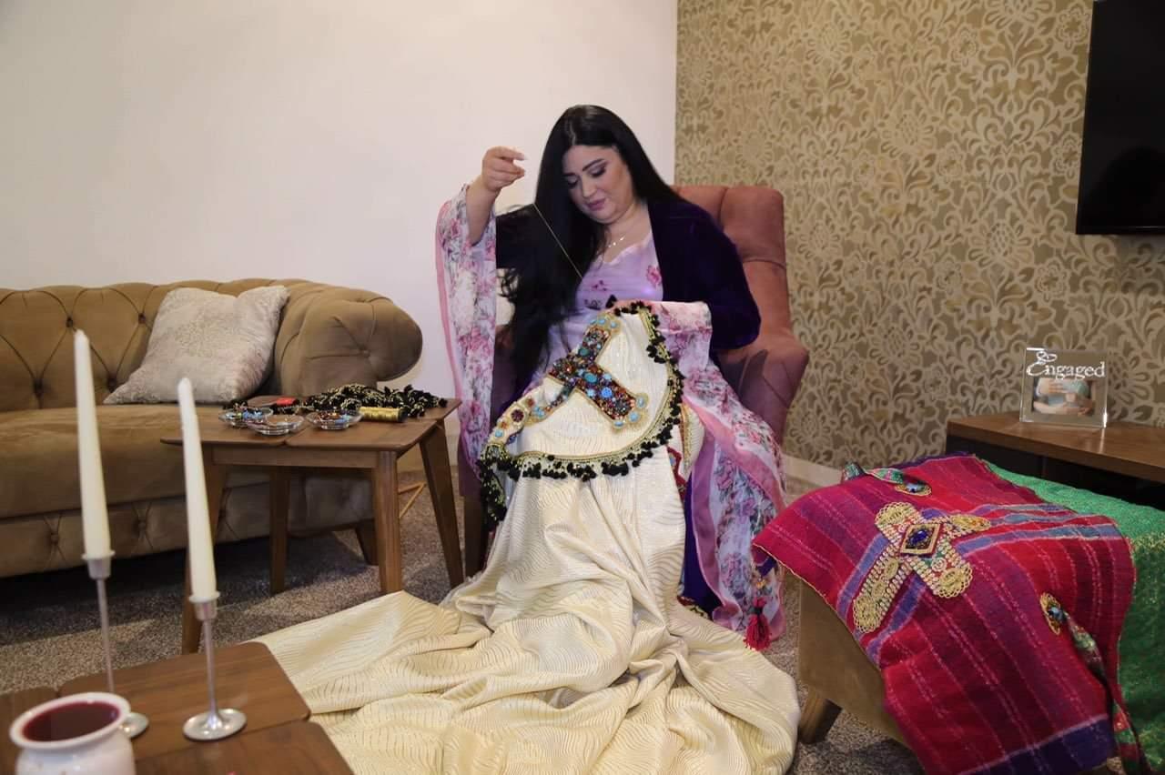 هونهرمندێكی كورد لهڕێگهی عەبایەك بهجاجم بۆ پاپای فاتیكات پهیامی پێكهوهژیانی ئاینهكان له كوردستان بهجیهان دهگهیهنێت
